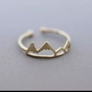 Jewelry - Gold colored Mountain Fashion Ring